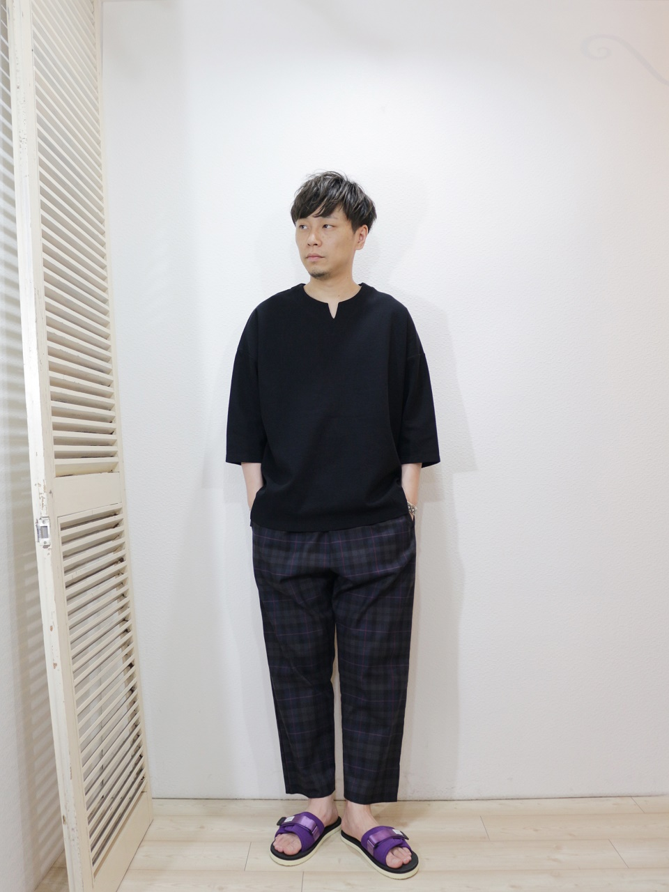 tee/modem design-BASQUE KNIT TEE(SIZE 1)pants/modem design-CHECK EASY PANTS(SIZE 2)shoes/SUICOKE-PADRI(SIZE US8)を使ったコーディネート