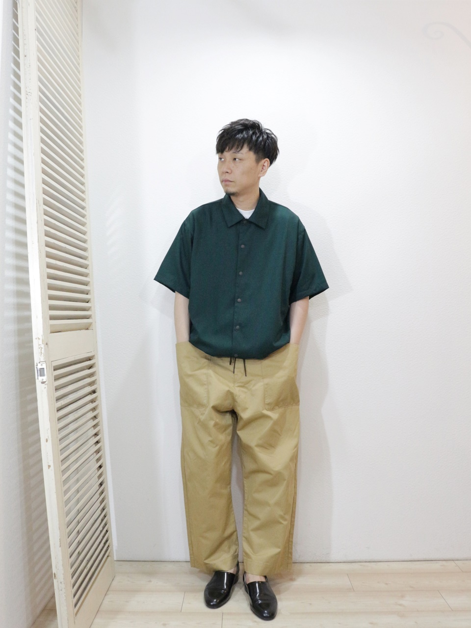 shirt/MANUAL ALPHABET-GRINFIL SPINDLE SHT(SIZE 1)tee/FRUIT OF THE LOOM-HEAVY WEIGHT TEE(SIZE S)pants/KAFIKA-FLANDERS LINEN DECK PANTS(SIZE 02)を使ったコーディネート