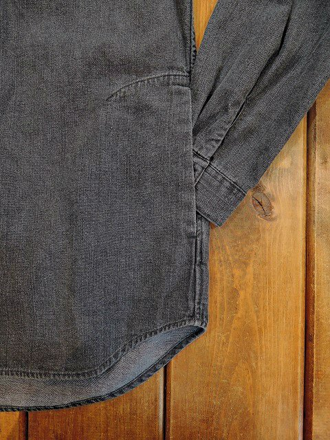 【MANUAL ALPHABET】8oz DENIM V-NECK CARDIGAN:画像4