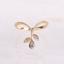Dress up Leaf Ring