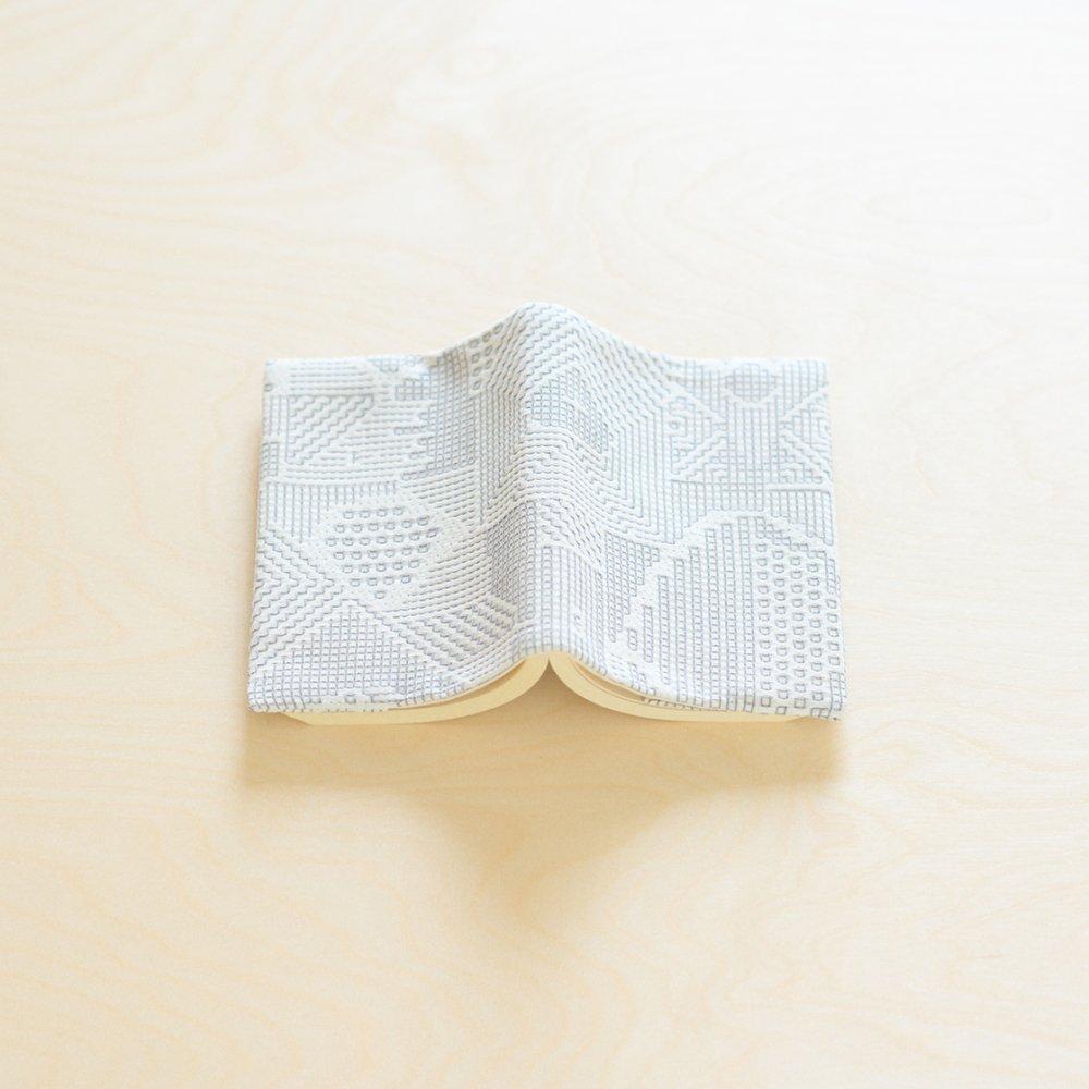 tenp02 福島の刺子織 ブックカバー (オフホワイト)
