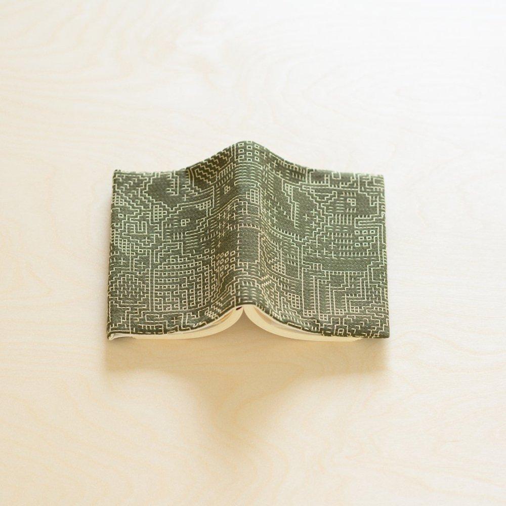 tenp02 福島の刺子織 ブックカバー (モスグリーン)