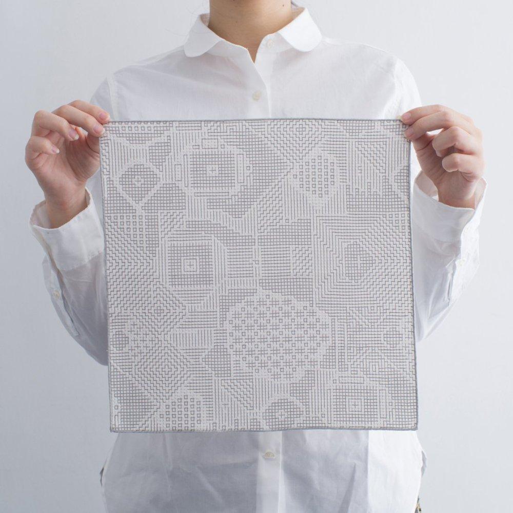 tenp02 福島の刺子織 ハンカチ(オフホワイト)