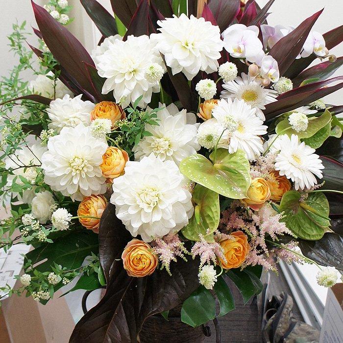 kp-011 ホワイトがベースのピースフルなスタンド花 - スタンド花なら勝ち花.com