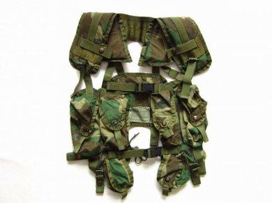 実物/米軍/US ARMY/迷彩/ベスト/タクティカル ロードベアリング/ウッドランド/ITLBV/迷彩/サバゲー/サバイバルゲーム/D135
