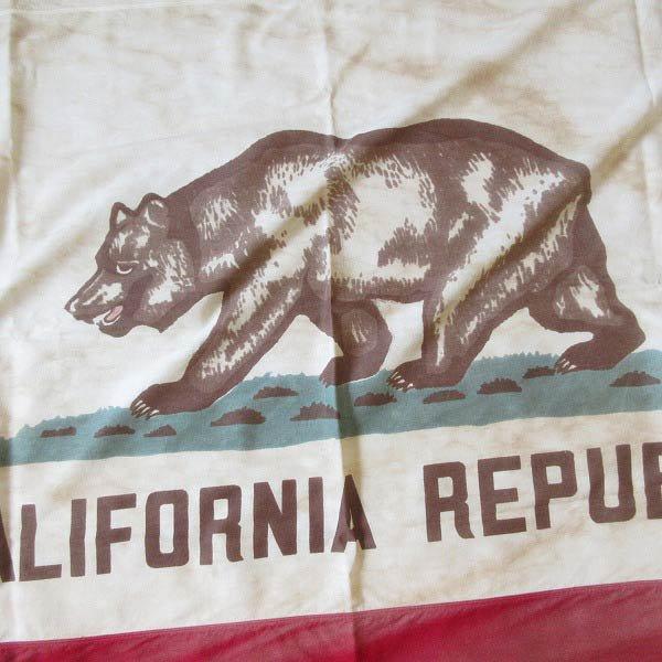 ビンテージ/カリフォルニア州旗/アメリカ/113cm×171cm/フラッグ/ガレージ/インテリア/写真館/ディスプレイ/背景/スタジオ/D128