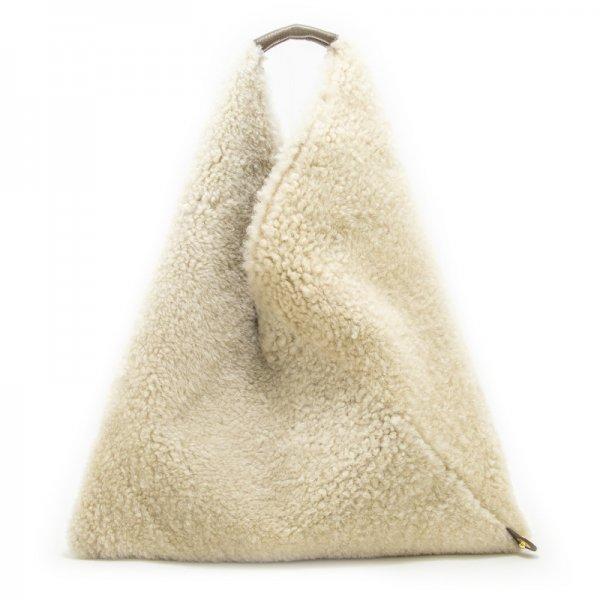 LUMI [IVORY] 本革もふもふムートン(羊革) 三角バッグ