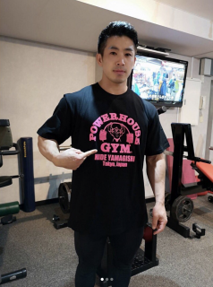 <img class='new_mark_img1' src='//img.shop-pro.jp/img/new/icons15.gif' style='border:none;display:inline;margin:0px;padding:0px;width:auto;' />POWERHOUSE GYM LOGO TEE(BLACKxPINK)