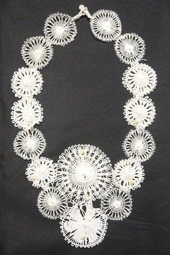 ニャンドゥティ 繊細ネックレス ダイヤ型(白)