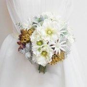 ナチュかわ花嫁さまに!アネモネとフランネルフラワーとバラのナチュラルクラッチブーケ&ブートニア