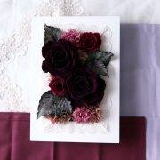 親御様への贈呈用に【プリザ】紫大輪バラとカーネーションのフレームアレンジ