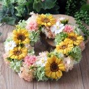 2Buyで10%off!ご両親様贈呈用に【プリザ】ガーベラ・カーネーション・紫陽花のリース 直径約24cm