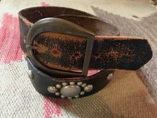 <img class='new_mark_img1' src='https://img.shop-pro.jp/img/new/icons14.gif' style='border:none;display:inline;margin:0px;padding:0px;width:auto;' />Vintage Leather Belt W/Big Round Studded Belt