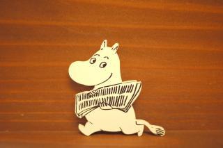 木製マグネット ムーミンと新聞1.5mm  (新品)
