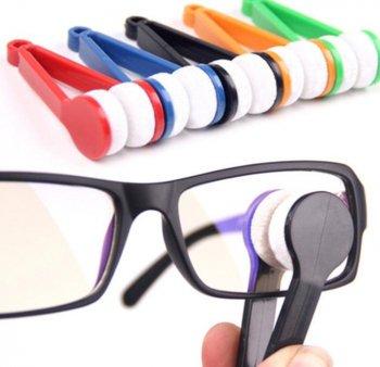 コンパクトで携帯用に便利! メガネクリーナー