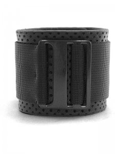 <strong>BLACK TRIANGLE DESIGN</strong>BUCKLE & BELT PUNCHING LEATHER BRACELET<br>BLACK