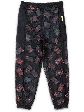 <strong>Mad Frenzy</strong>PATCH CRUST TYPE SWEAT PANTS with PAINT<br>BLACK / RED