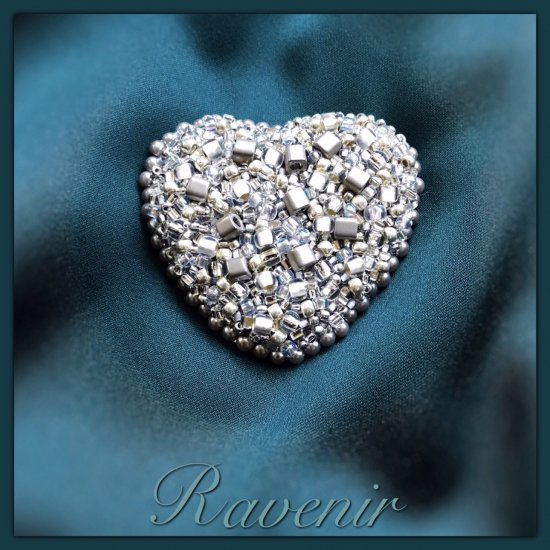 『Grayish Silver Heart  Non-hole Brooch』