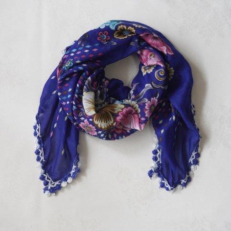手編み花レースが可愛い<br>ふんわり軽やかオヤスカーフ<br>(ブルー)