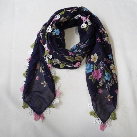 手編み花レースが可愛い<br>ふんわり軽やかオヤスカーフ<br>(ネイビー)