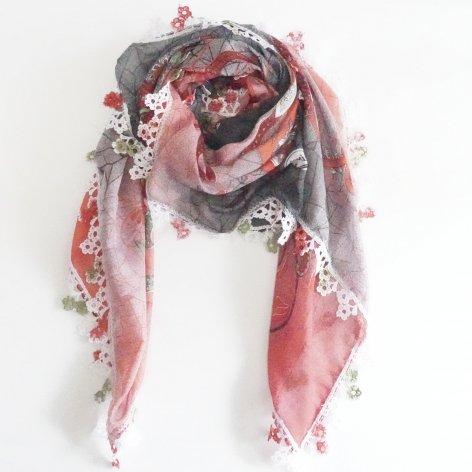 手編み花レースが可愛い<br>ふんわり軽やかオヤスカーフ<br>(レッド)