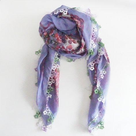 手編み花レースが可愛い<br>ふんわり軽やかオヤスカーフ<br>(ライトブルー)