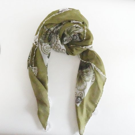 手編み花レースが可愛い<br>ふんわり軽やかオヤスカーフ<br>(グリーン)