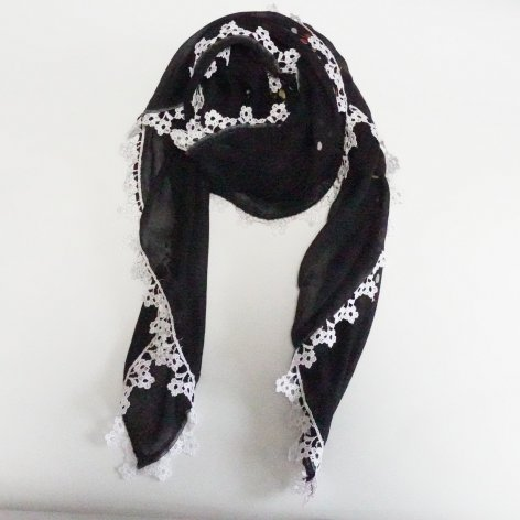 手編み花レースが可愛い<br>ふんわり軽やかオヤスカーフ<br>(ブラック)