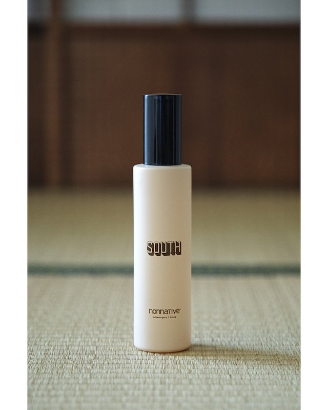 <img class='new_mark_img1' src='https://img.shop-pro.jp/img/new/icons55.gif' style='border:none;display:inline;margin:0px;padding:0px;width:auto;' />nonnative - FRAGRANCE ROOM SPRAY 100ml
